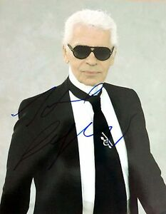 Karl-Lagerfeld-Autogramm-deutscher-Modeschoepfer-Modelegende-Autograph