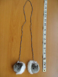 BRAND NEW WHITE & GRAY REX RABBIT DYED CHINCHILLA FUR POMPOM ACCESSORIE