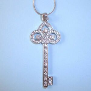 Trefoil-Key-NEW-Pendant-Necklace-Designer-Inspired-Pave-CZ-Crystal-Silver-USA