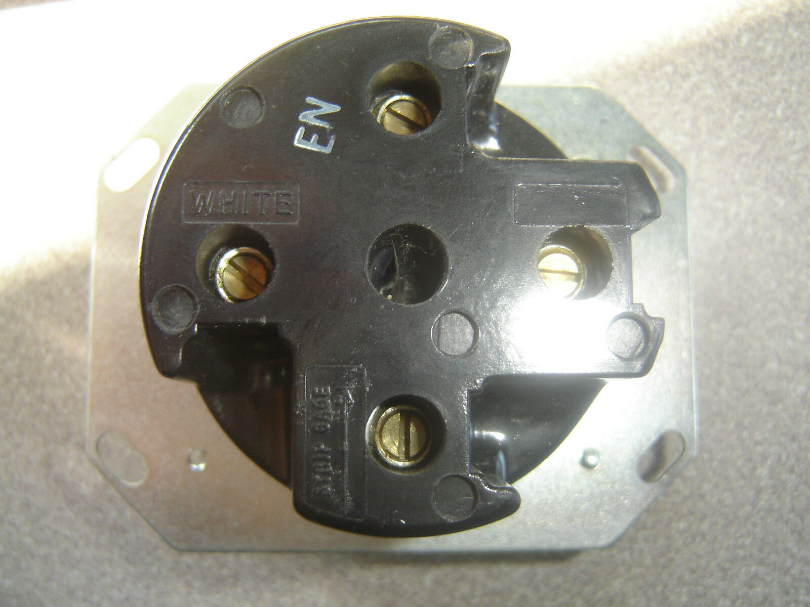 One NOS Hubbell Bryant HBL8330A AC Receptacle NEMA 18-30 3 Phase Y 120//208V 30A