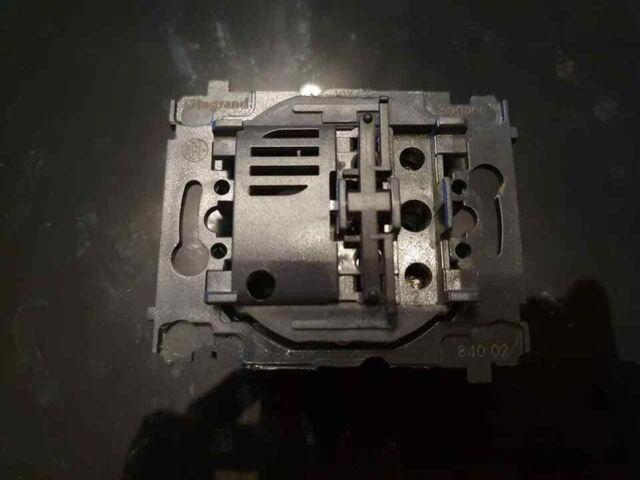 A L/'UNITE SAGANE LEGRAND Interrupteur Va et Vient Complet 85600 84002 85000