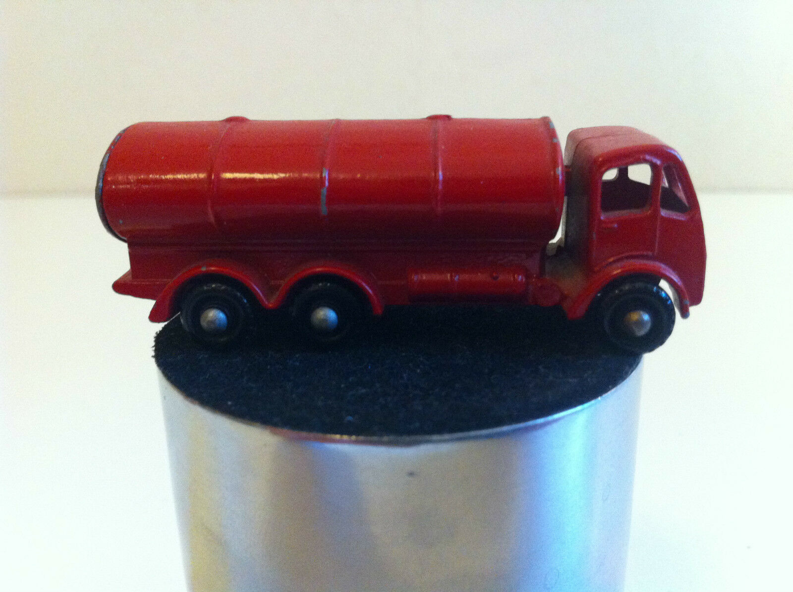 Matchbox   Lesney - 11 - Esso ERF Petrol tanker - Camion citerne - Roues blackes