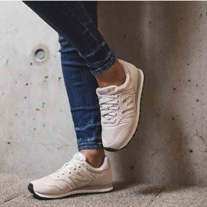 New Balance 373 Women Moonbeam Suede Satin Fashion Sneakers Size 7 37.5 NWOB
