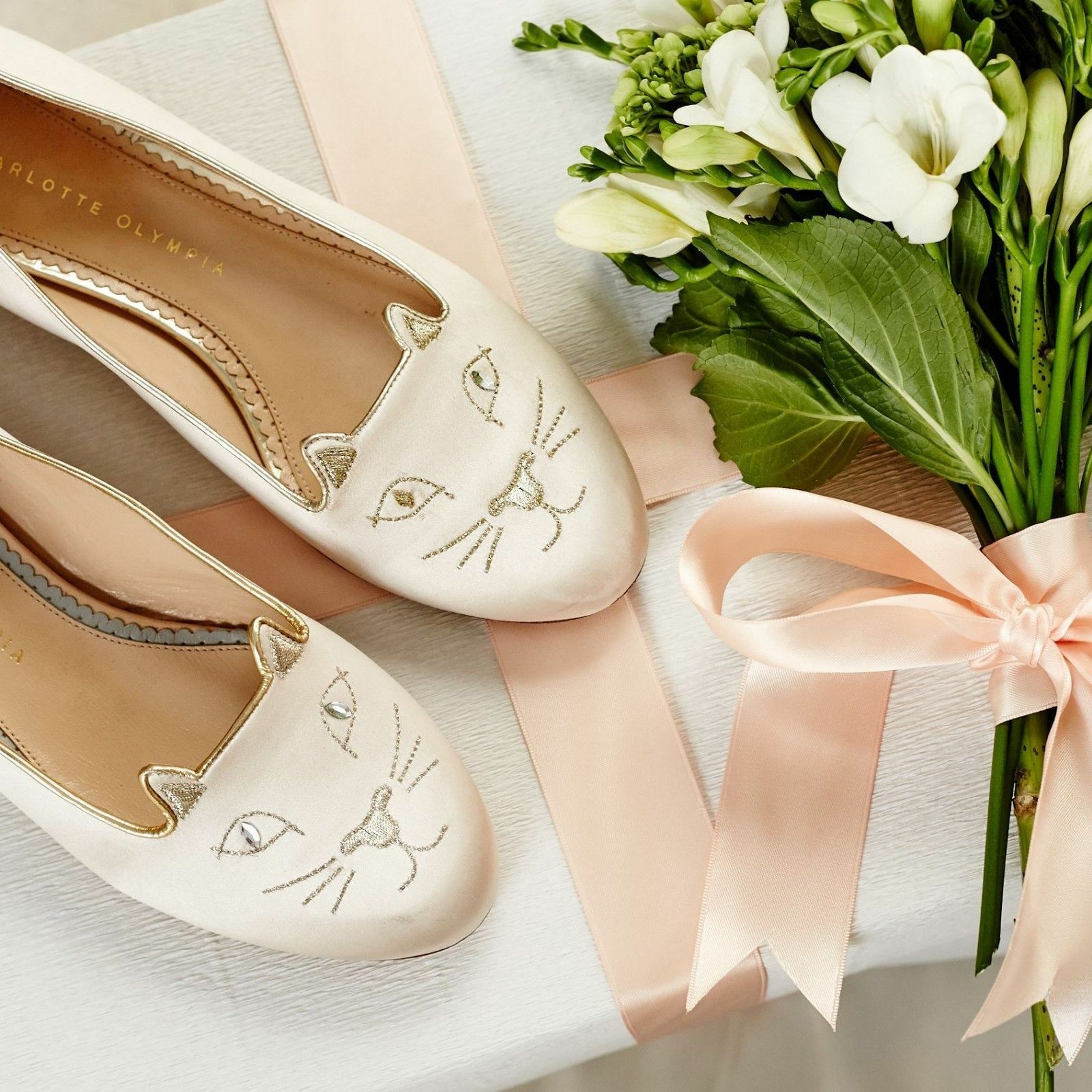 New Charlotte Olympia KITTY CRYSTALS Embroiderot Ivory Satin Flats schuhe 42
