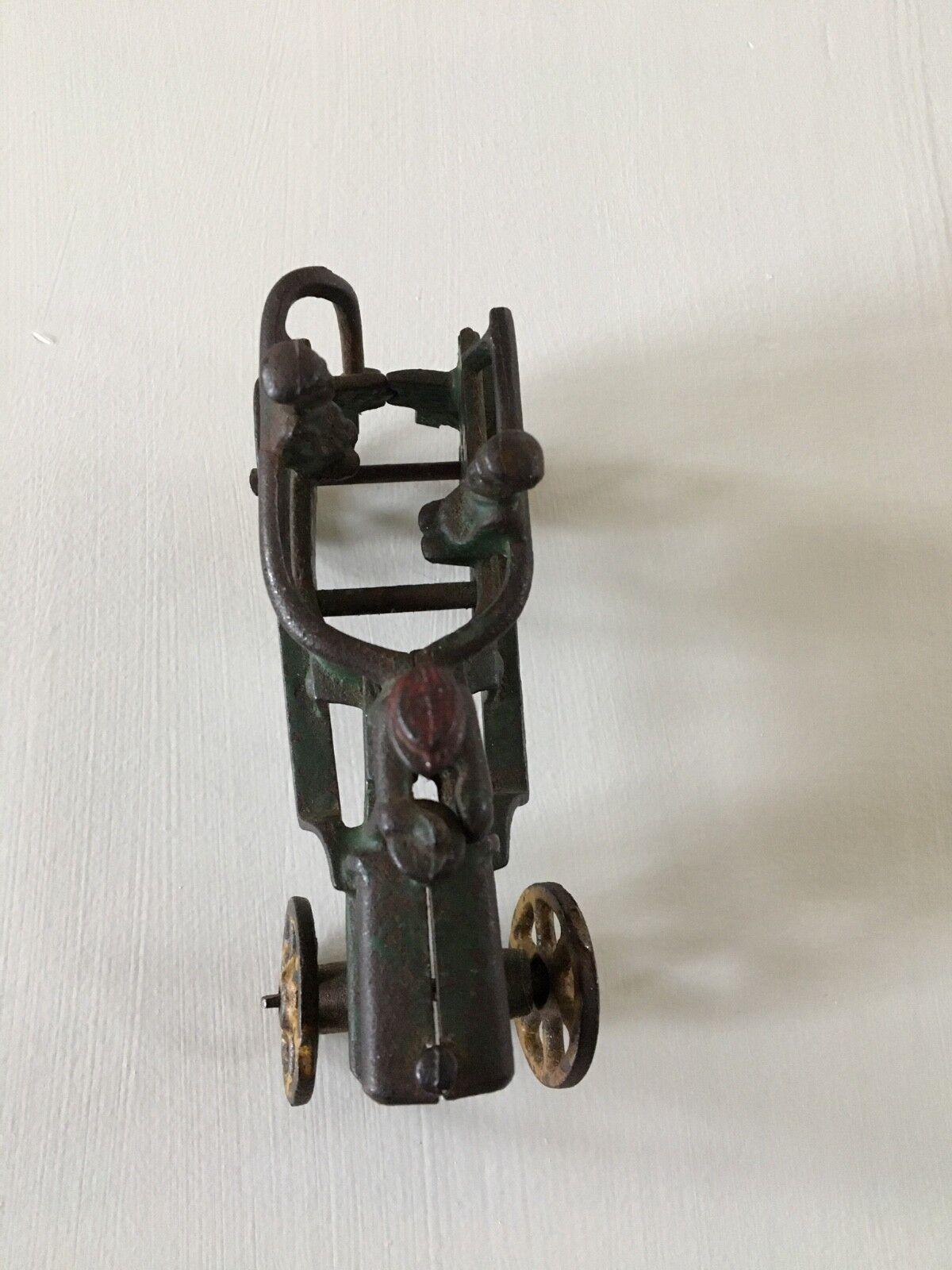 moda clasica Juguete Juguete Juguete Vintage Acero Tractor. verde con ruedas amarillas.  almacén al por mayor