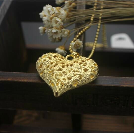 New Women's Retro hollow peach heart  necklace pendant sweater chain