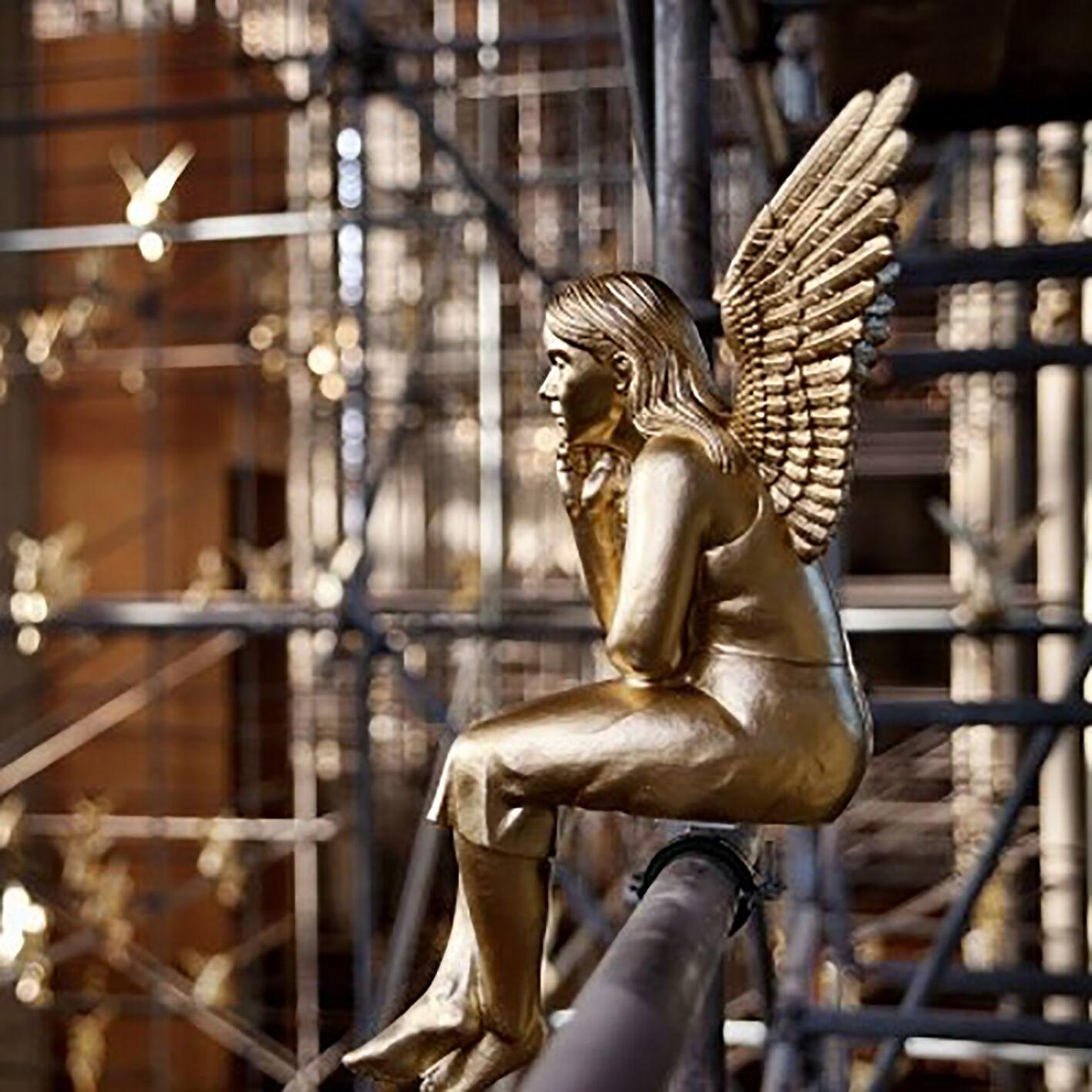 Guardian Angel, large plastic plastic plastic seating Sculpture Big Angel Ottmar Hörl b355e2