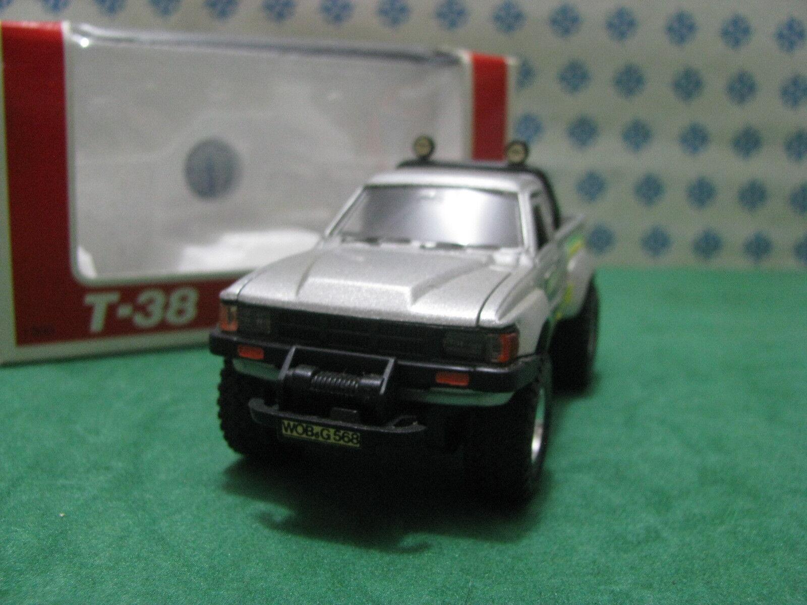 Vintage  -  TOYOTA Hilux 4WD  -  1 40 T-38 Diapet Yonezawa toys n°01676