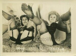 Sally-and-Terry-two-sexy-women-in-lingerie-vintage-pin-up-photo