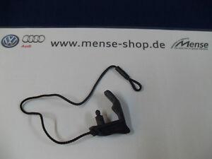 Audi-A3-8V-4-Tuerer-Halteband-fuer-Kofferraumabdeckung-RECHTS