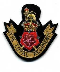 kleines-feines-handgesticktes-Badge-THE-LOYAL-REGIMENT-Aufnaeher-Abzeichen