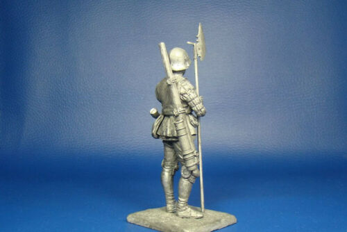 Swiss Handgun Shooter With Axe 15th Century 75mm 1//24 Scale Unpainted Tin Figure