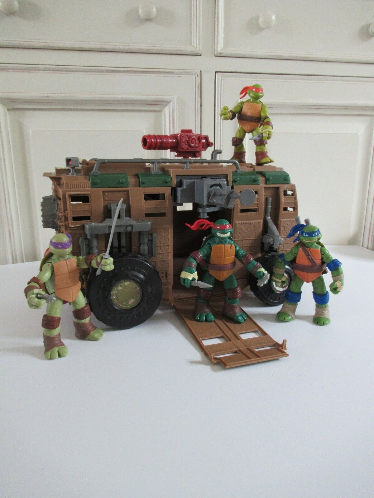 ☺ Camion De Combat Des Tortues Ninja + 4 Figurines