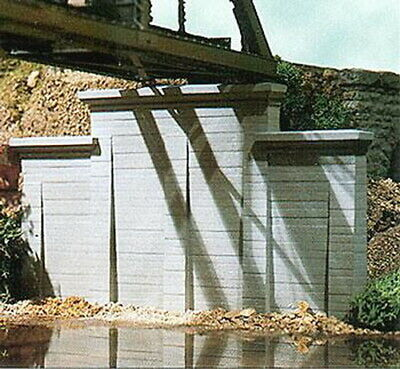 Chooch Enterprises 8420 HO Concrete Stepped Wall