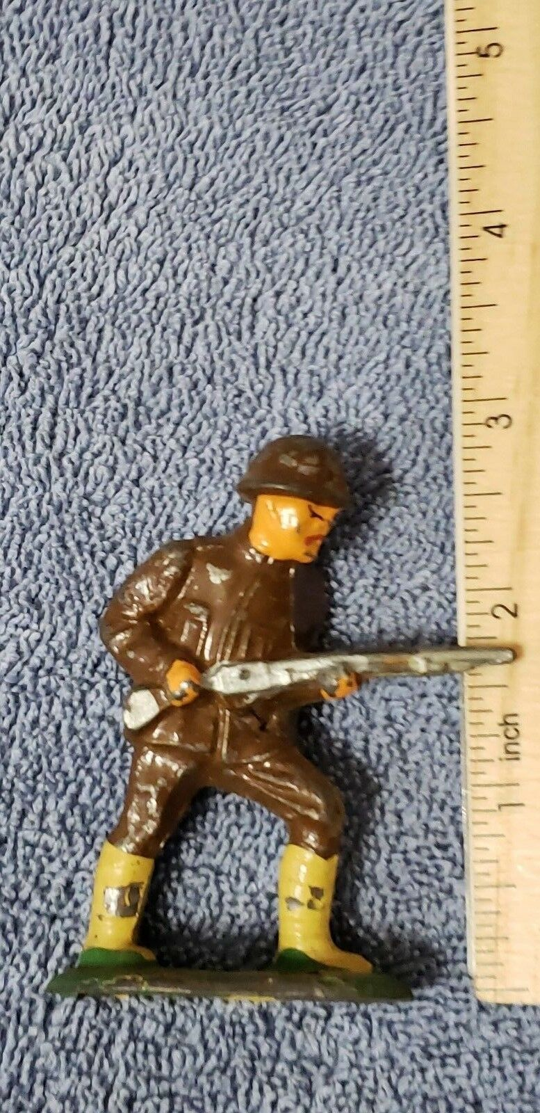 Vintage Barclay B43 Japanese Soldier Charging w rifle lead toy B-043 Manoil