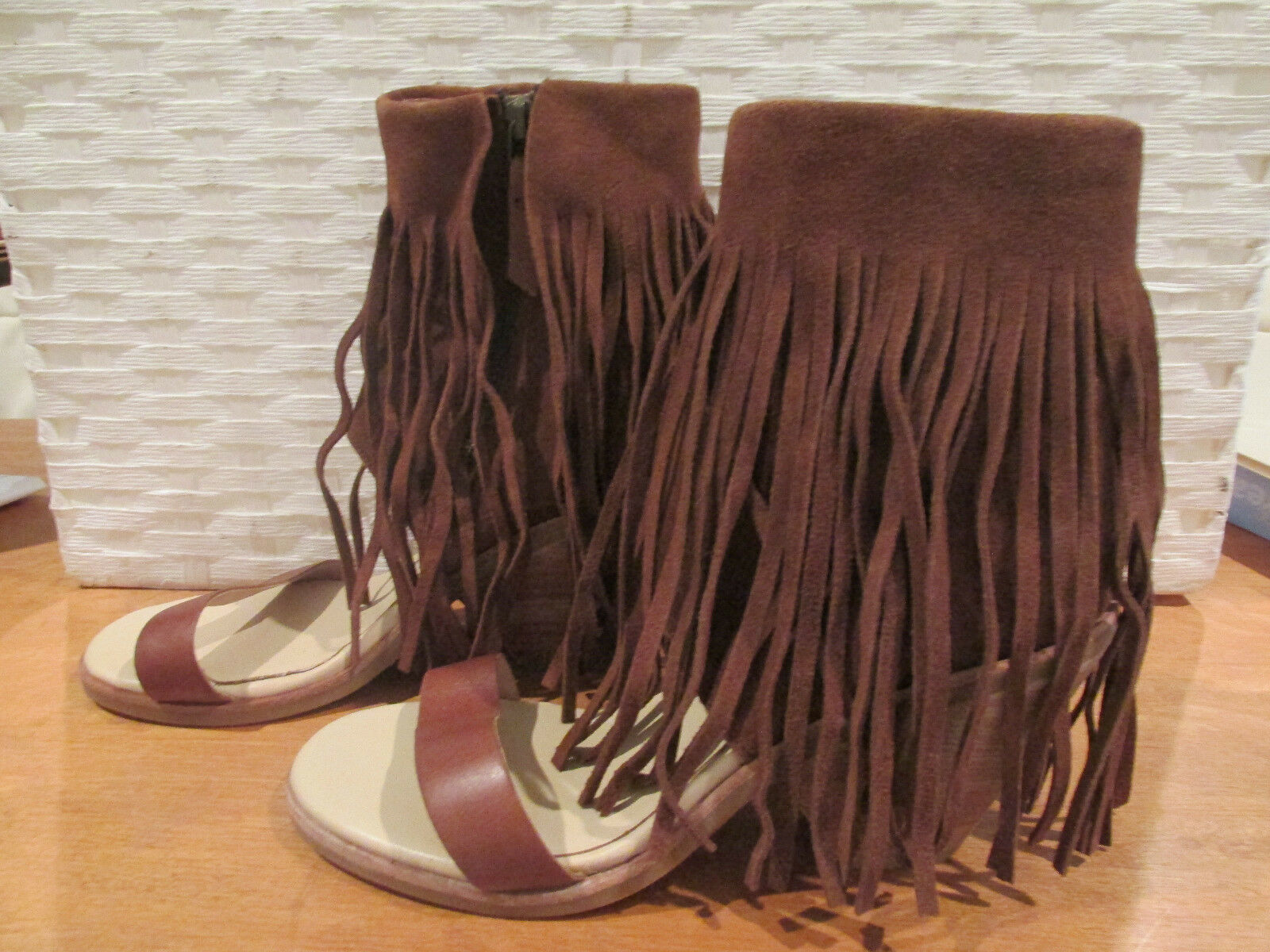 KOOLABURRA PIAZ BROWN FRINGE SANDALS SIZE 8.5 SIDE TOE ZIP CUBAN HEEL OPEN TOE SIDE NWOT 8deac0