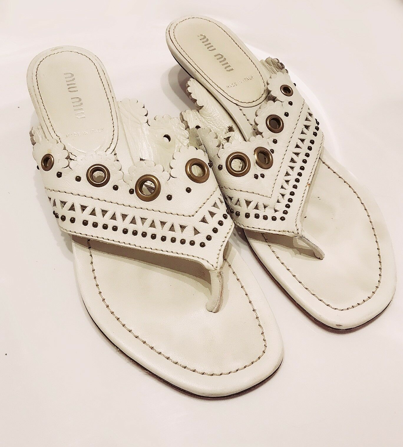Women's - MIU MIU - Tangiers White Leather Leather Leather Stud Kitten Heel Sandals - 7   37.5 335e26