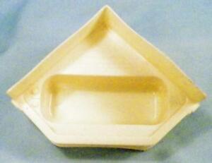 Corner-Bathtub-Dollhouse-Miniature-Furniture-Marx-Cream-Plastic-Vintage-1950s