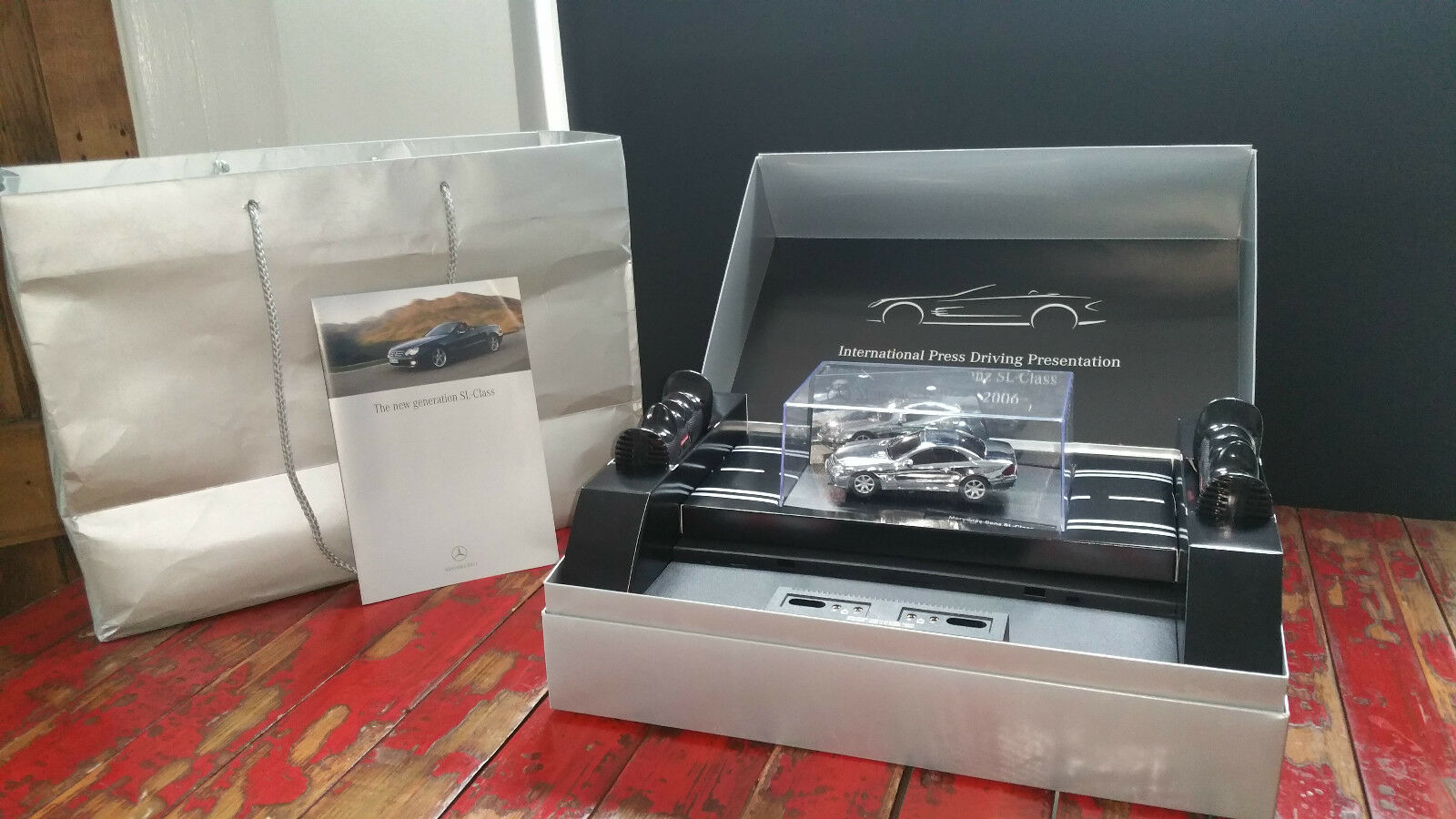 CARRERA SLOT CAR EVOLUTION MERCEDES BENZ SL PRESS PRESENTATION CAR
