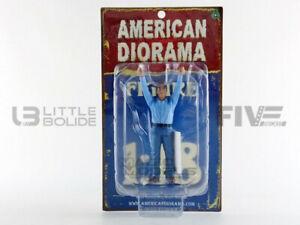 AMERICAN-DIORAMA-77428-CAMERA-CREW-II-figurine-Crew-holding-reflector-1-18
