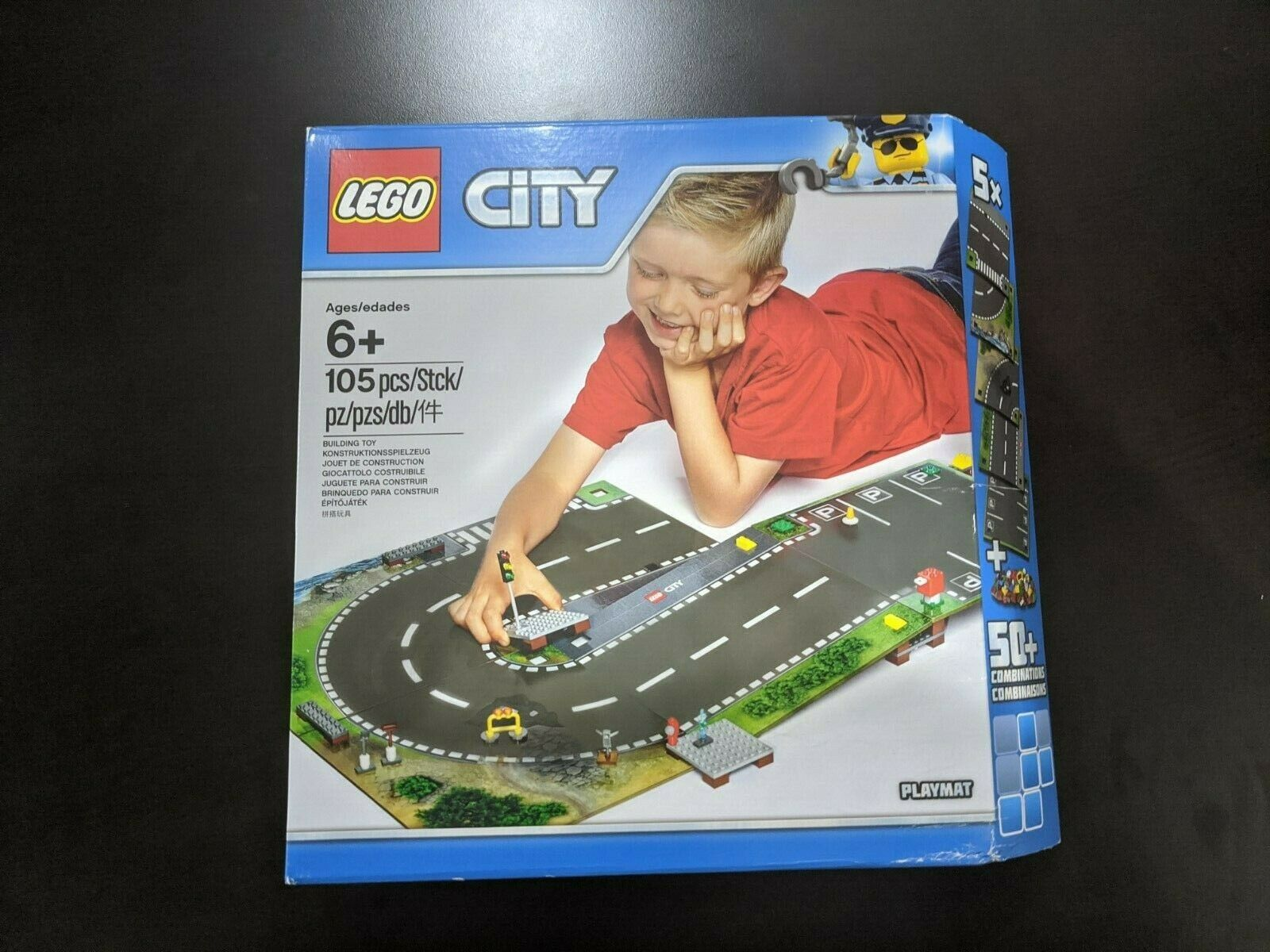 Brand new /& sealed in box.105pcs Lego City 853656 Laminated playmat