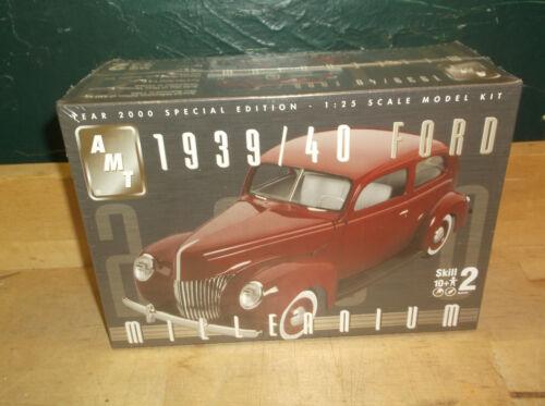AMT 1939//40 Ford Custom Tudor Sedan Millennium 30262