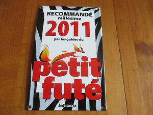 Plaque-emaillee-Guides-du-Petit-Fute-2011-plaque-d-039-occasion-qui-a-ete-posee