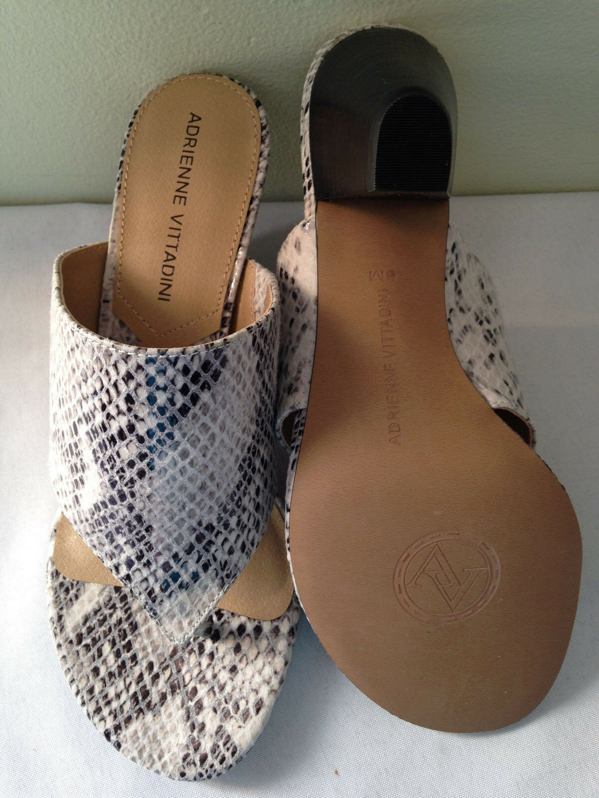 NIB Adrienne Vittadini PRUSHA Gorgeous Leder Snakeskin M Print Thong Sandales 6 M Snakeskin 8f579b