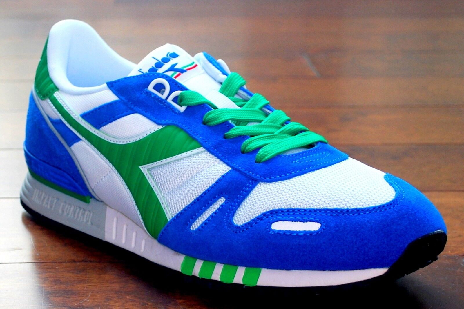 RARE Diadora Titan 2 White   Green-bluee Running shoes Men's SIZE 10 NIB