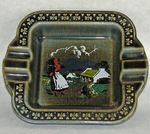 Wade-Irish-Porcelain-Vintage-Souvenir-Ashtray-Shamrocks-Farm-Scene