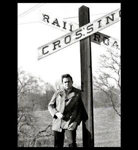 Amazing-Johnny-Cash-RAILROAD-CROSSING-PHOTO-Arkansas-Farm-On-Way-to-Memphis