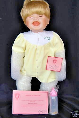 Design Debut  Allyson Laughing Toddler Doll 20  Baby Bottle giallo  Pajamas COA