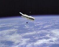 8x10 Nasa Photo: Hubble Space Telescope & Earth Limb