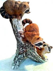1978-Homco-Masterpiece-3-Raccoons-in-a-Tree-Figurine-playing-on-a-tree-trunk