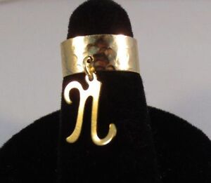 14kt Gold Ep Lang Anfangsbuchstabe N Zeh Ring In Einer Gehämmerten Ring