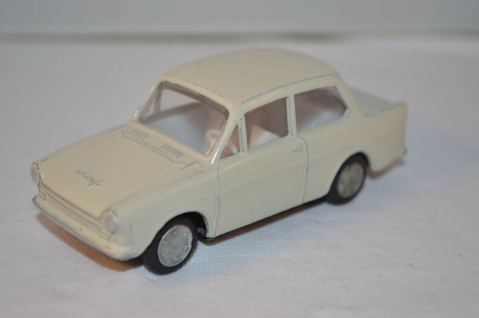 Lion Car Daffodil in repainted condition made in Holland