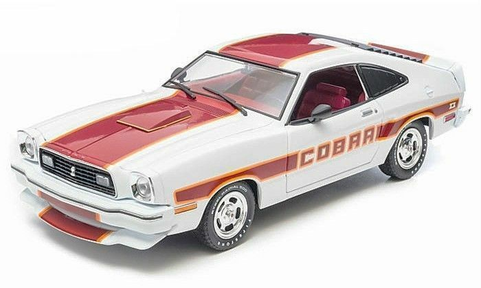 1:18 - verdelight 1978 Ford Mustang Cobra II ~ bianca with rosso trim