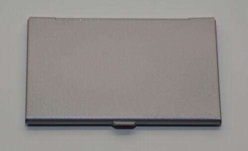 Visitenkartenetui aus Metall in silber matt für bis zu 10 Visitenkarten