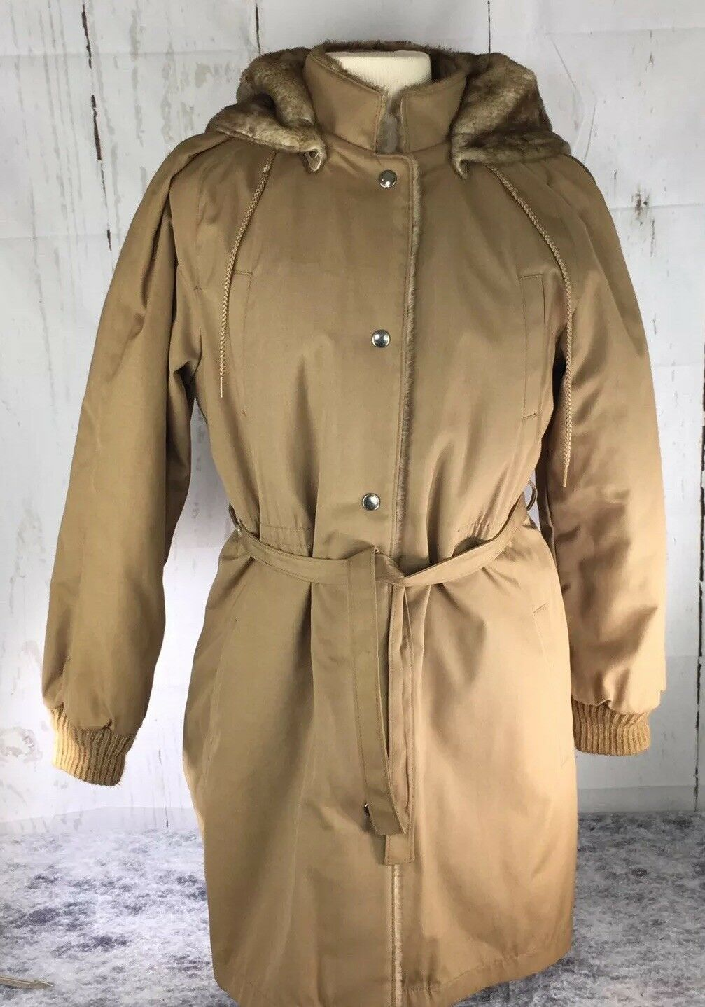 London Fog Women's Size 10 Faux Fur Lined Removable Faux Fur Hood Winter Coat