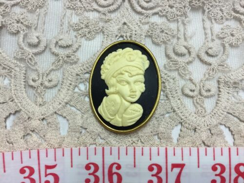 Cameo Gothic Vampire Zombie Lady Steampunk Resin Sewing Button Pendant CAM7