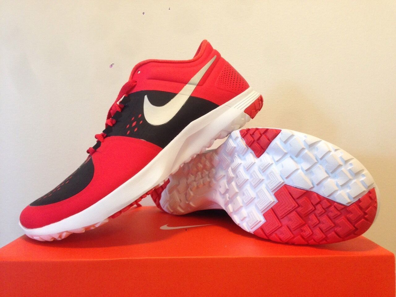 Nike FS Lite Trainer ( Red ) New size 11 1/2  (no box cover)