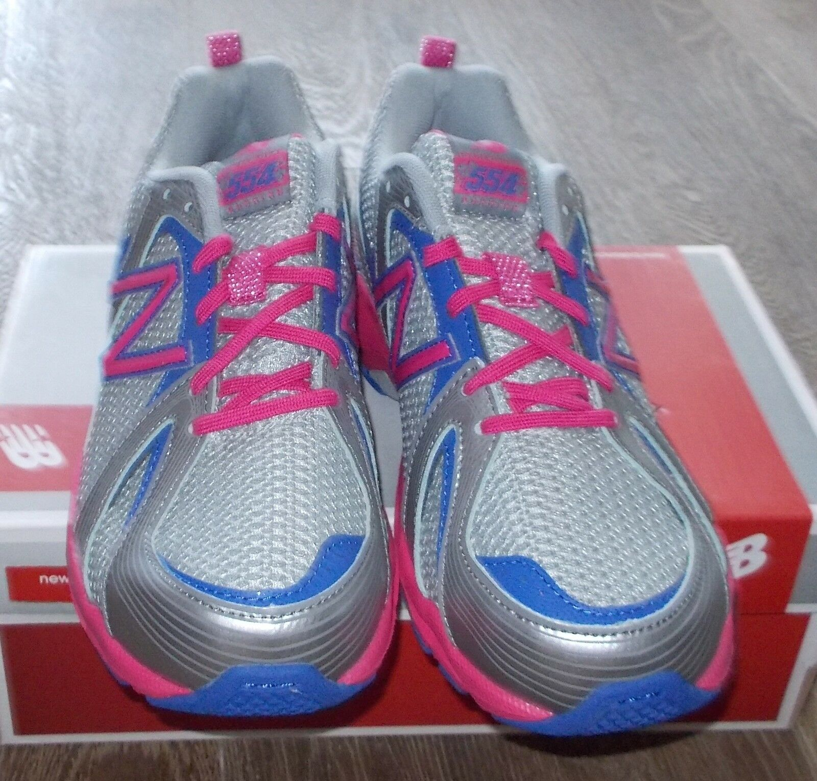 NEW BALANCE 554 Running (7Y) Silver Pink Damenschuhe 8.5 (7Y) Running Medium Width Limited NIB e2fbbc