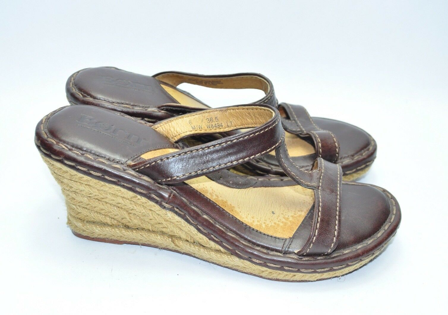 Womens Nearly New Brown Leather BORN Wedge Sandals Size 6 US.