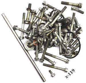 KTM-125-EXE-01-Motorschrauben-Reste-Kleinteile