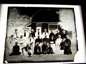 ANTIQUE-8-034-X-10-034-GLASS-PHOTOGRAPH-NEGATIVE-OF-LARGE-FAMILY-BESIDE-A-HOME
