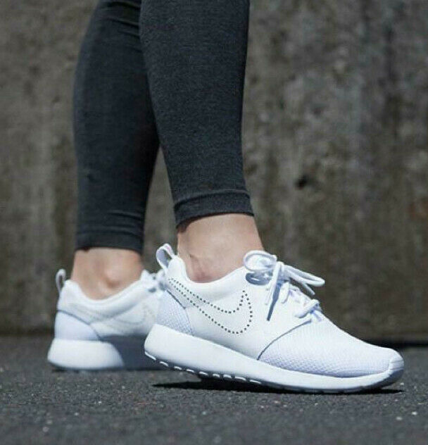 new style 16c37 ca261 NIKE ROSHE ONE PREMIUM WOMENS TRAINERS SHOES RUNNING SPORTS GYM UK 5 EUR  38.5