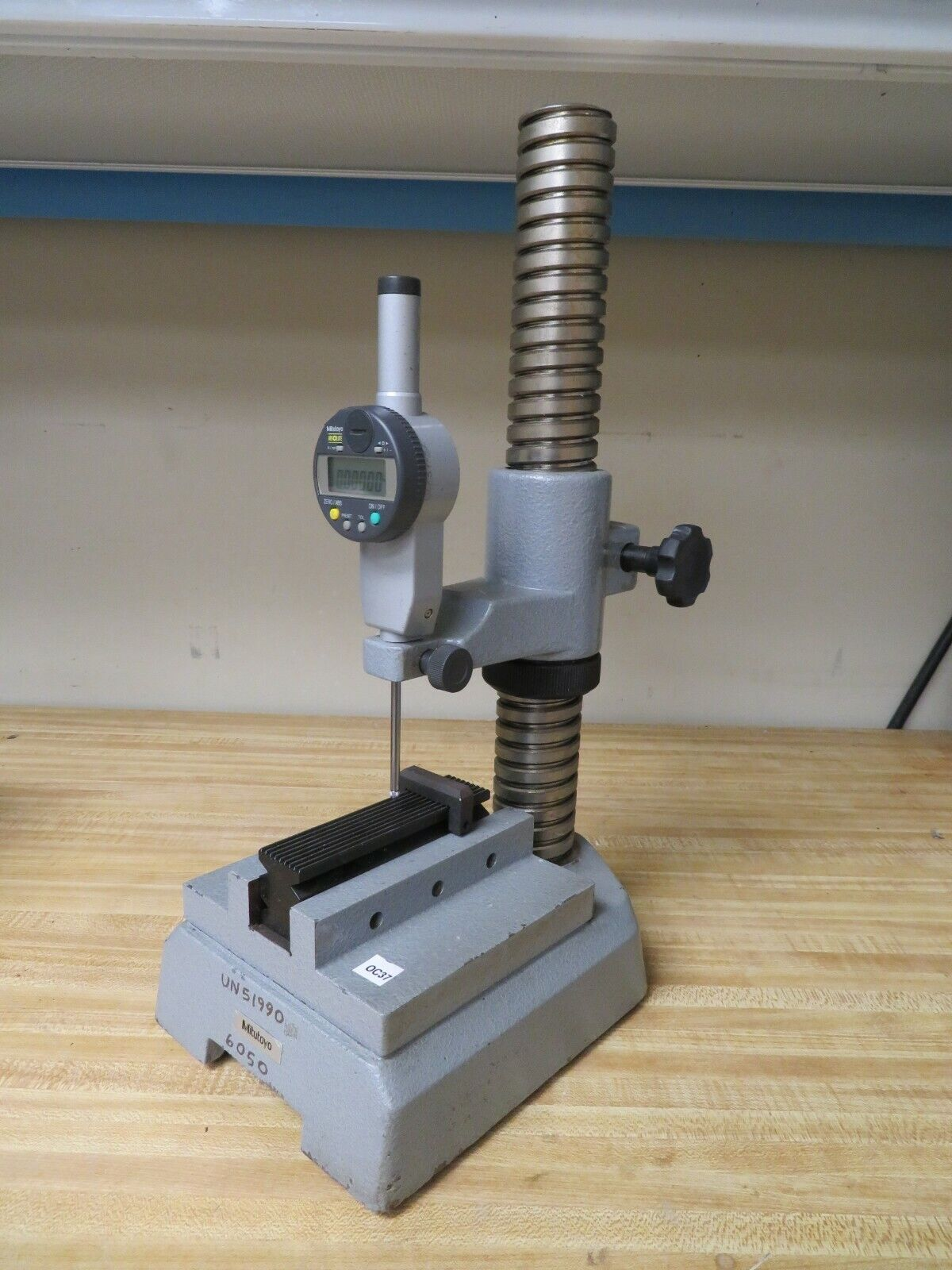 Mitutoyo 215-407 comparator stand base 2941