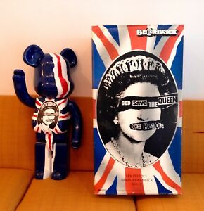 Medicom - Bearbrick Be @ rbrick 1000% Sex Pistols God Save The Queen © 2007
