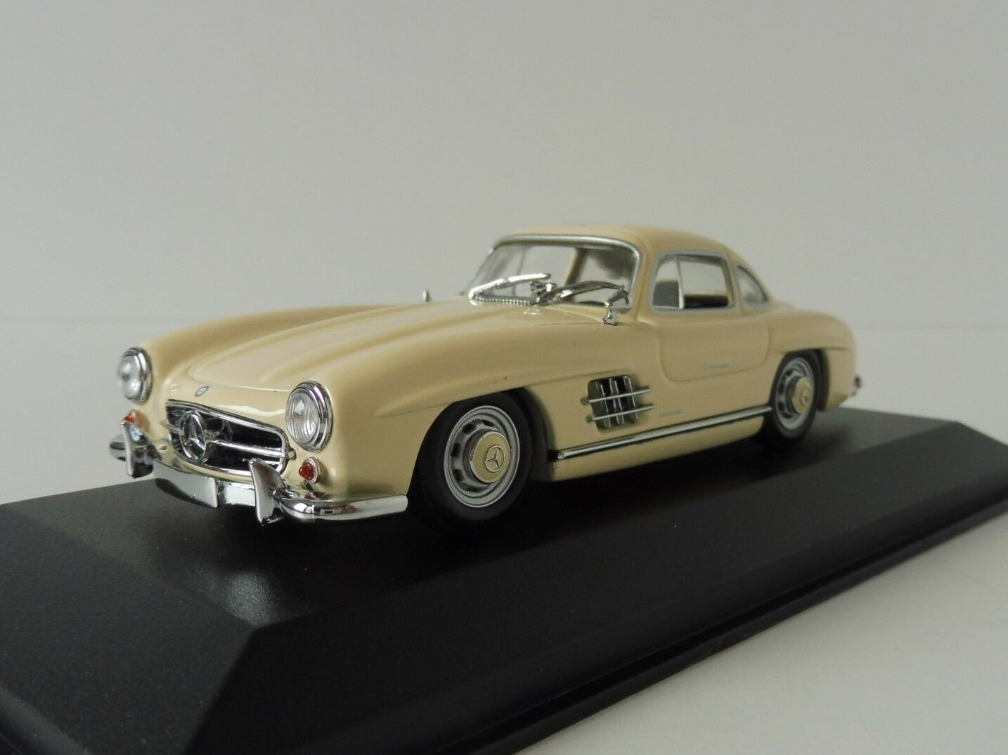 Mercedes-Benz 300 SL Coupe 1955 1 43 43 43 Maxichamps 940039002 by Minichamps White cd8e67