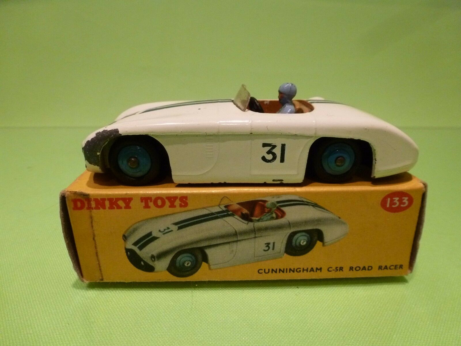 DINKY TOYS 133 CUNNINGHAM C-5R ROAD RACER - blanc - VERY GOOD CONDITION IN BOX